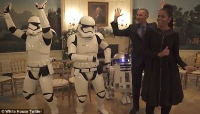33DCF04E00000578-0-The_Obamas_danced_with_two_stormtroopers_to_the_tune_of_Uptown_F-a-49_1462445586829